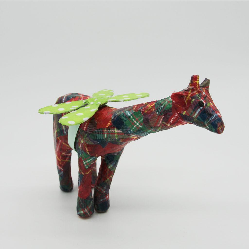 Girafe rouge en papier mâché