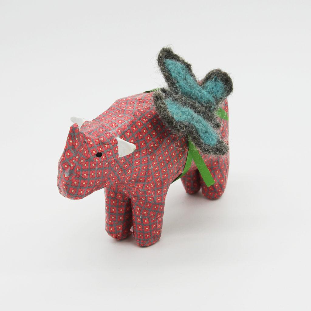 Rhinocéros rose en papier mâché