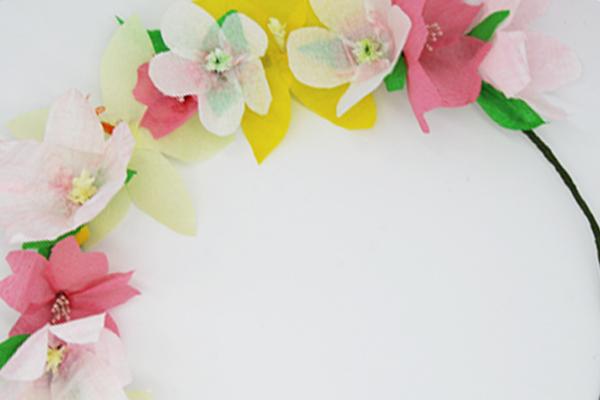 La couronne de fleurs de printemps